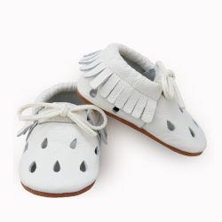 أحذية الأطفال أحذية بيضاء خمر الجلد مع قلادة ناعمة، أغلفة الأطفال الرضع مع أدوات العناية بالبنين والبنات الصغة14187