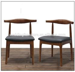 새롭게 디자인된 핫 세일 우드 프레임 PU 쿠션 목재 엘보우 소뿔 의자