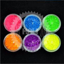 Le vernis à ongles Pigment coloré sous UV fluorescents de lumière brillante de la poussière glitter ongle Savon en poudre Colorant fluorescent de pigments 1000g