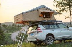 يخيّم ليّنة يطوي سقف علبيّة خيمة سيارة شريكات لأنّ عمليّة بيع