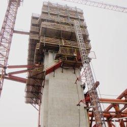 Kraanwerk klimmen voor betonnen projecten