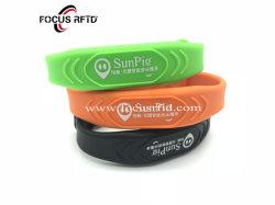Niedriger Preis-kundenspezifische Silikonwasserdichte RFID Wristband-Marke