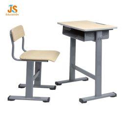 Les enfants étudiant chaise de bureau en bois pour les enfants dans les écoles