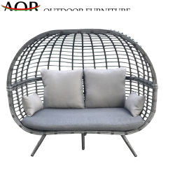 中国の現代屋外の庭のホテルの家具の余暇の寝台兼用の長椅子は藤の海岸浜のベッドの円形のベッドをセットする