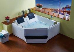Vasca da bagno della stanza da bagno con il massaggio del mulinello