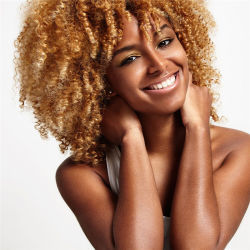 Curto sintético loira Afro Curly Peruca Cabelo natural das mulheres