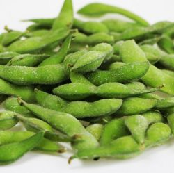 Vegetales verdes frescas Forzen Edamame procesar los alimentos.