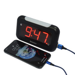 Il USB quadrato su ordinazione della radio si leva in piedi in su le cifre bianche del termometro con la sveglia radiofonica di Digitahi dello scrittorio delle porte del caricatore del USB della batteria FM