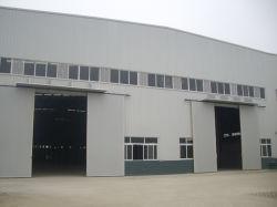 ワークショップ / 倉庫用スライドドアおよび窓用ライトスチール構造付き