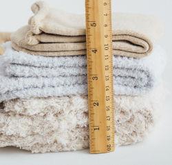 China meias unissexo fábrica de pelúcia personalizados chinelos inverno quente piso interior forrado Anti-Skid Fuzzy meias da Sapata