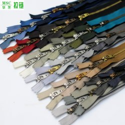 N° 4 de cremallera de metal extractor Closed-End 4YG deslizante de prendas de vestir de la bobina de plástico de cremalleras de nylon de accesorios de latón contra los dientes de metal plateado Zips