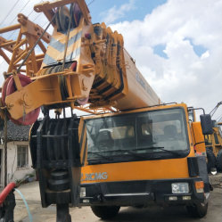 使用された中国クレーンは70トンの移動式トラック良い状態の70t/Lifting機械装置を伸ばす
