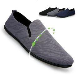 Ligero y elegante barco descalzo resbalar en zapatos mocasines informales para los hombres conductor