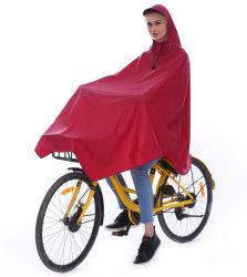 O revestimento de material PVC Poncho 100% impermeável tapetes para aluguer Raincoat