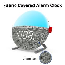 デジタルフリーズされたスマートなLED目覚し時計を浮かべるネオン一見