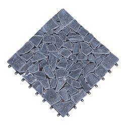 لوح خارجي من الحجر المرصوف على سطح المنصة وممشى مرصوف تجانب المنصة الحجرية