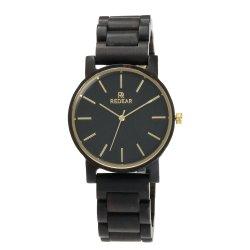 남자가 손에 의하여 건강한 자연적인 목제 시계 여자에게 손목 선물을%s 나무로 되는 시계 했다