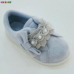 赤ん坊の花の靴の子供の印刷の女の子の偶然靴