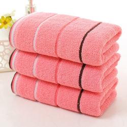 Мягкой хлопковой абсорбирующей Терри Washcloth роскошь стороны ванны на пляже перед лицом лист полотенца