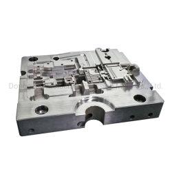 Fabricante de moldes de inyección de profesionales de la herramienta de molde de plástico haciendo