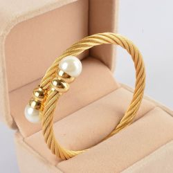 金カラー開いたステンレス鋼ワイヤーケーブルの腕輪の真珠のブレスレット