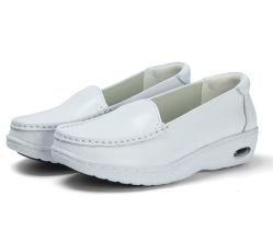 O sexo feminino Branco couro confortável sapatos de enfermagem