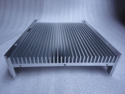 As peças de metal do dissipador de calor em alumínio