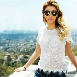 Reizvolles blosses Spitze-Frauen-Oberseite-Umlauf-Stutzen-Kurzschluss-Hülsen-Dame-Blusen-Sägezahn-Ineinander greifen-T-Shirt