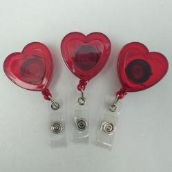 محشَّبات الشارة القابلة للسحب على شكل قلب بلاستيكي