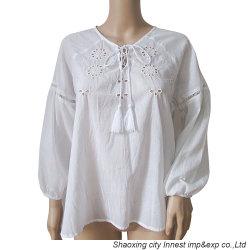Weiße Stickerei-Bluse für Frauen mit Troddel