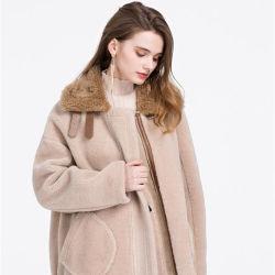 贅沢で、甘い様式のオーバーコートの冬のコートの女性の実質のウールの毛皮のコートの女性