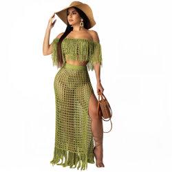 크로셰 뜨개질 여자는 어깨 휴일 동안 섹시한 숙녀 Beachwear 떨어져 옷을 입는다