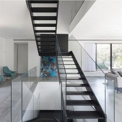 Углеродистая сталь света прямо лестница с деревянной ступеньки и поручни из стекла