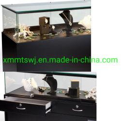 Trimestre avec les armoires de cas d'affichage de la vision et de tiroirs, navire assemblé