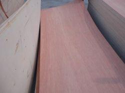 El tamaño de la piel de la puerta de chapa de madera contrachapada Okoume enfrenta