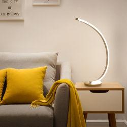 La lámpara de escritorio de la luz de la pesca salón dormitorio estudio creativo Control Ledremote minimalista de lujo Ins nórdica de la luz Vertical Lámpara de mesa
