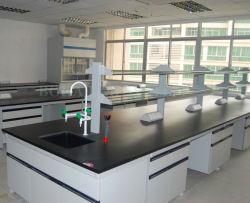 Strumenti scientifici del banco di lavoro dell'isola del laboratorio