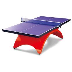 Tabla de equipos de deportes al aire libre en el Club de Tenis de mesa