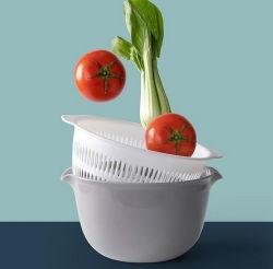 世帯の台所は二重層の多機能の流しのこし器のフルーツ野菜の洗面器のプラスチック下水管バスケットに用具を使う