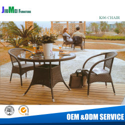 등나무 테이블과 쌓을수 있는 등나무 의자 (K06)를 식사하는 옥외 정원 안뜰 가구