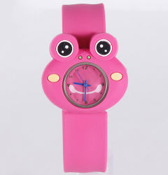 新しいデザイン環境に優しいカエルによって形づけられる非難の腕時計