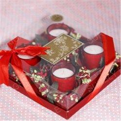Стеклянный кувшин при свечах на Рождество в подарочный набор