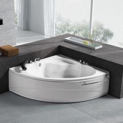 Небольшой угол гидромассаж спа-ванны джакузи в ванной комнате с возможностью горячей замены