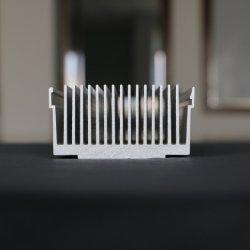 Kundenspezifische Farbe anodisierte industrielles quadratisches Aluminium-/Aluminiumlegierung-Strangpresßling-Kühlkörper-Profil, Soem-Fabrik verdrängte CNC-maschinell bearbeitenkühlkörper