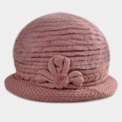 Cappello Handmade lavorato a maglia acrilico dell'accessorio del fiore della pelliccia