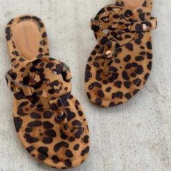 Tamanho Superstarer Plus 2020 verão as sandálias das mulheres europeias e americanas quente Leopard Imprimir chinelos mulheres romanas plana Flip-Flops