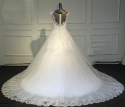 2021 تخفيضات ساخنة على طراز جديد على شكل V-Neck Lace Appliqued Cathedral تدريب ثوب الزفاف