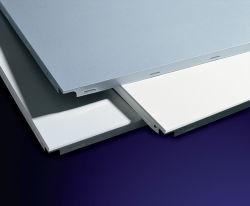 A banda decorativa/perfurado padrão simples colorido de alumínio à prova de fogo com clipe de tecto com preço de fábrica Foshan