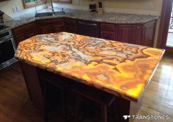 現代食堂テーブル及びのどのマーブルバーの上のための人工的なオニックスの半透明な石造りのパネル