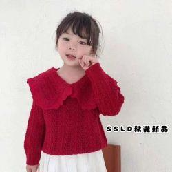 最新の冬の衣類、高品質の子供のセーター、綿の上。 女の子の摩耗。 子供の衣服。 子供の摩耗。 子供の衣類。 子供の摩耗